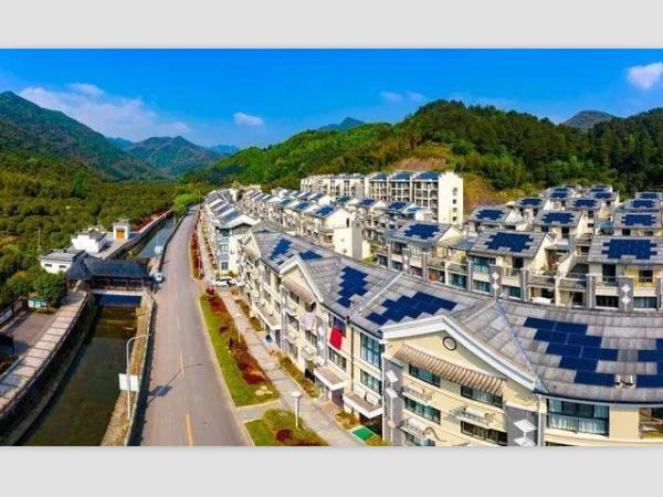 """我国第一""""光伏村""""稳定发电近五年,每年收益60万--星火太阳能"""