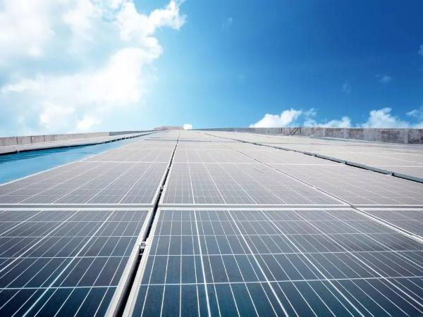 世界上最大光伏电站:耗资88亿,绵延40公里全是光伏板!