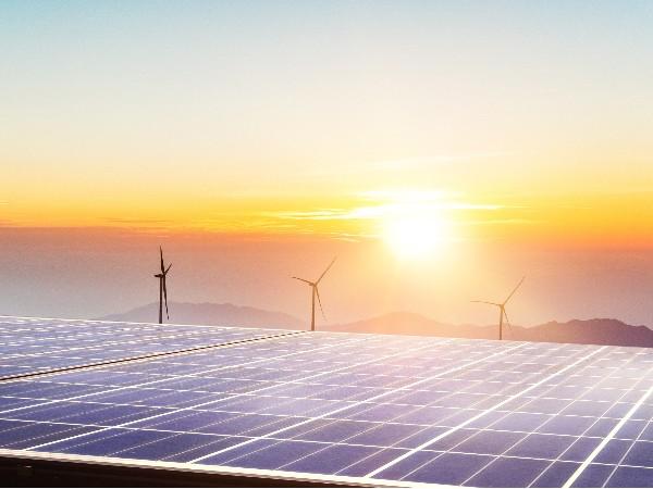 """贵州荒山上长出""""摇钱树""""光伏发电为安顺工业发展注入新动力"""