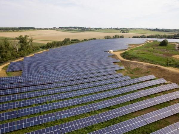 """印度终于肯拿出百亿买中国""""太阳能电池板"""""""