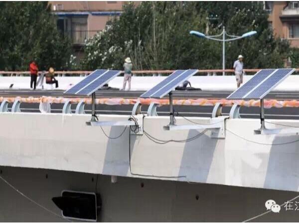 江城首次亮相无线连接太阳能信号灯