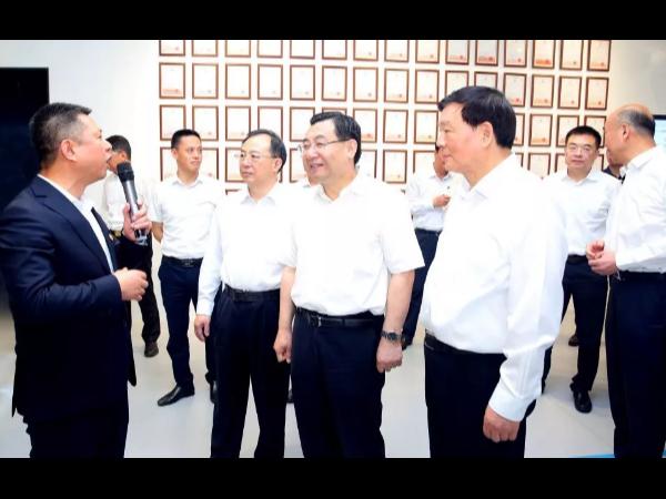 苏陕两省党政代表团来天合光能考察调研